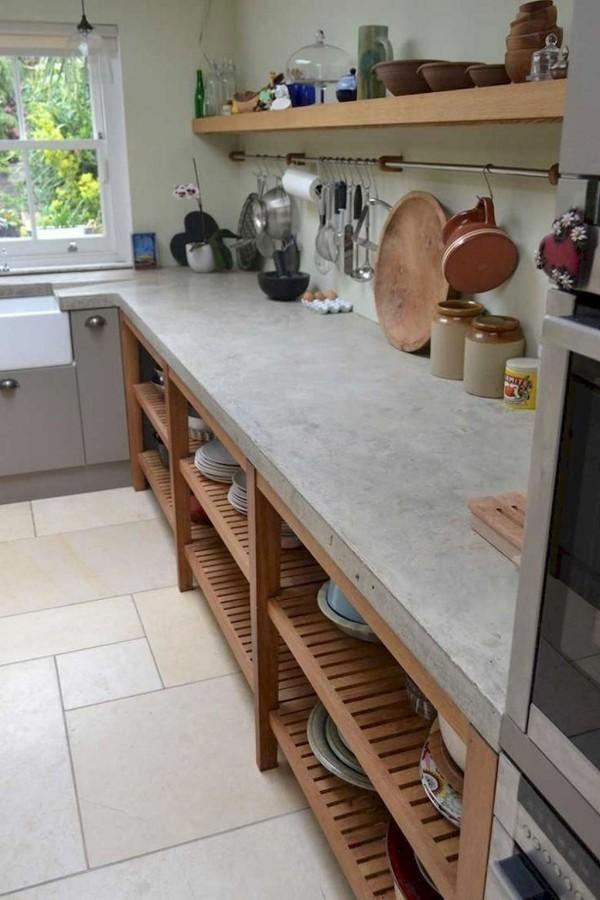 Landhausküche offene Küchenregale oben unten liegen im Trend