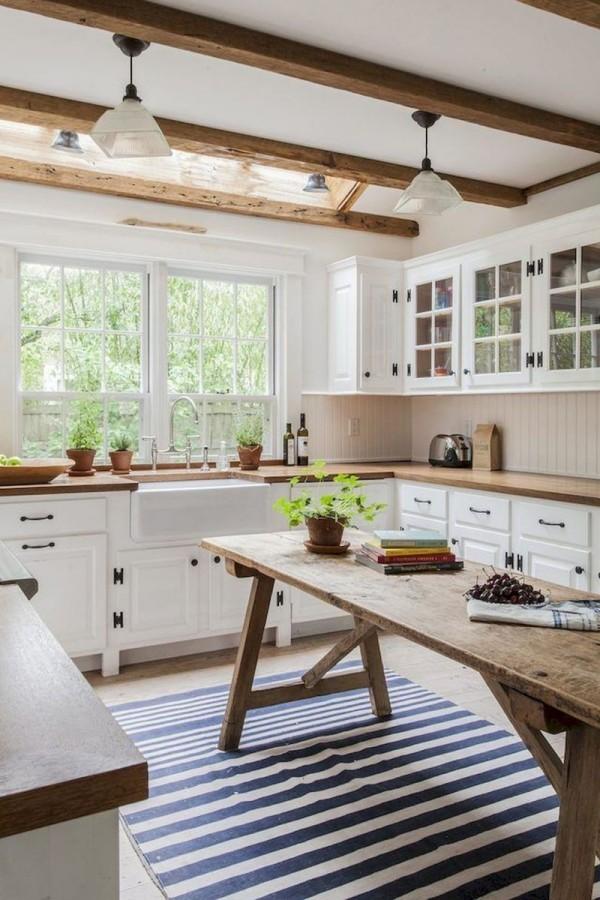 Landhausküche perfekte Symmetrie clever ausgewählte Naturmaterialien