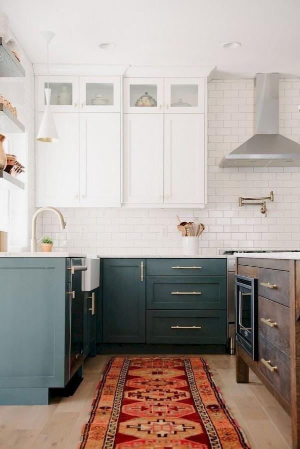 Landhausküche weiße Metro-Fliesen