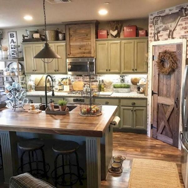 Landhausküche zahlreiche rustikale Elemente besonderer Charme