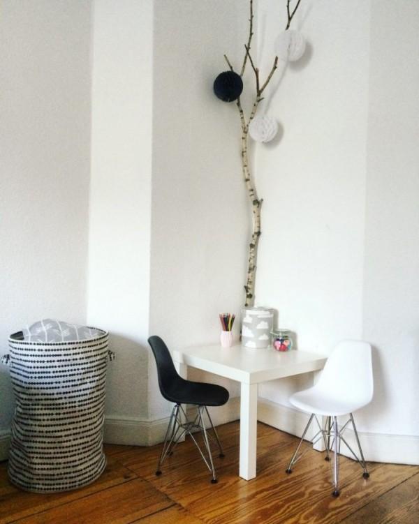 Natur ins Haus holen Birkenzweige mit Naturelementen dekorieren