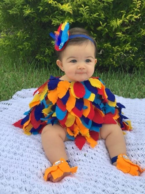 baby karneval kostüm mit bunten federn