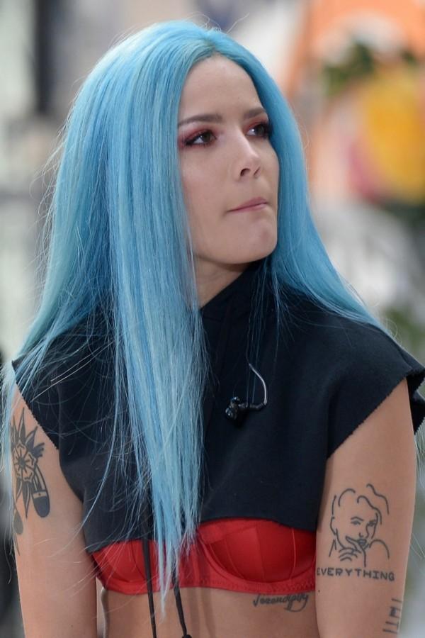 blaue haare trend halsey