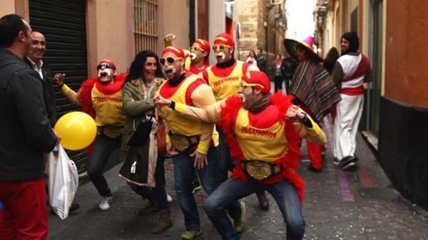 feiernde truppe karnevalskostüme ideen