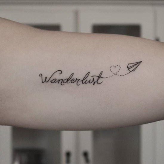 feine wanderlust tattoo ideen arm