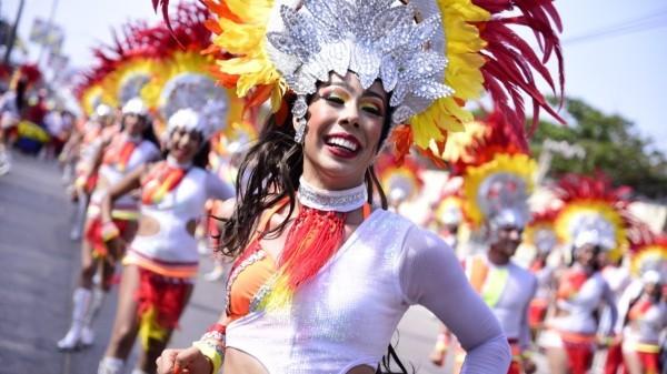 fröhliche frauen karnevalskostüme ideen
