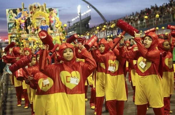 gelb und rot toll karnevalskostüme ideen