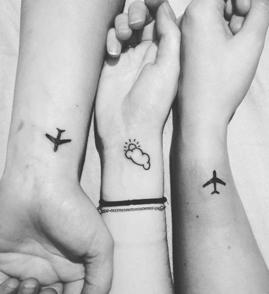 handgelenk wanderlust tattoo ideen