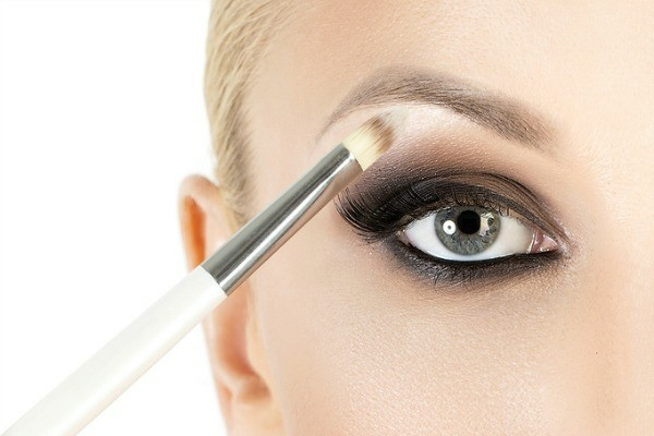 highlighter smokey eyes schminken