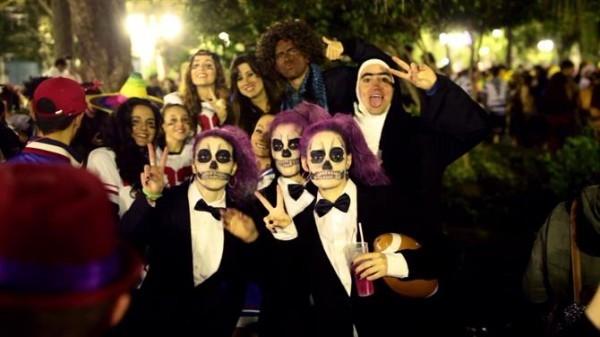 karnevalskostüme ideen feiern auf der straße