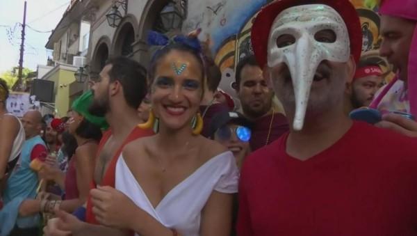 karnevalskostüme ideen mehrere farben in venedig