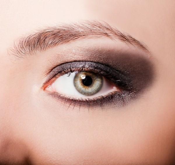 lidschatten auftragen smokey eyes schminken