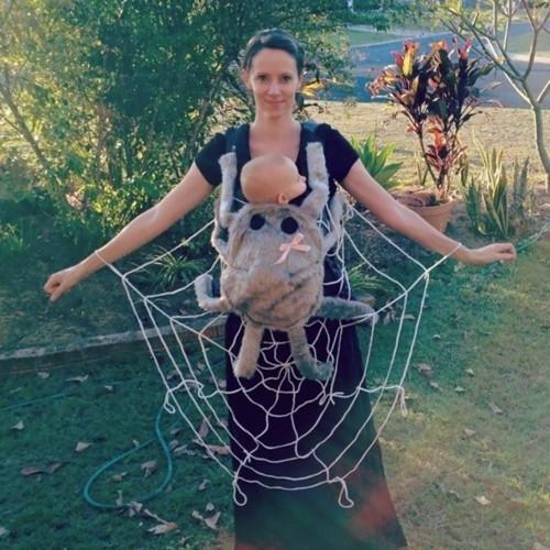 mutter baby karneval kostüm idee spinne