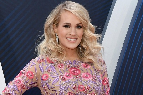 rosa und lila muster carrie underwood