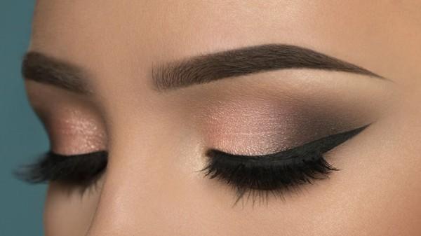 sinnliche rosa schwarz smokey eyes schminken