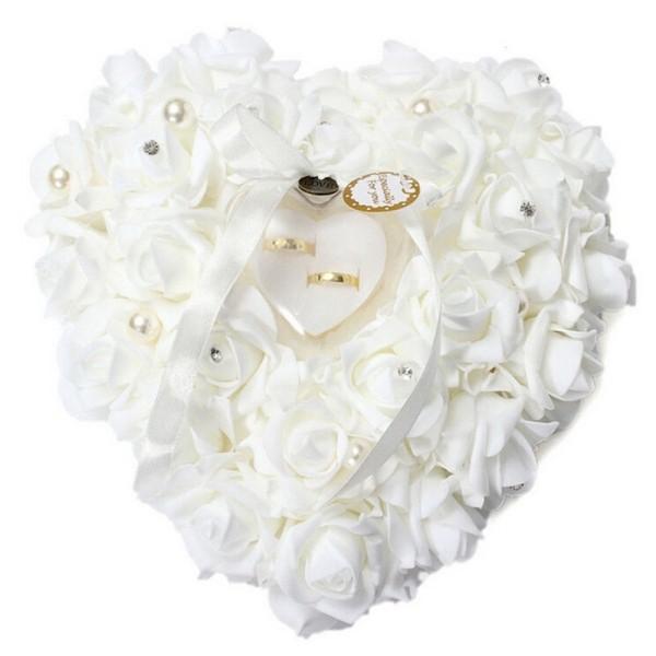 valentinstag ideen herz mit rosen hochzeit