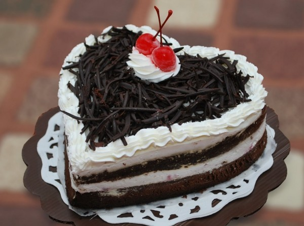 Latest Birthday Cake With Love Shape Send Heart Shape Cakes To India | Order Fresh Heart Cake Online