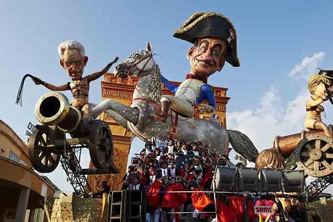 viareggio karnevalszug und kostüme