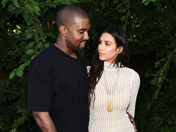 vor einem tollen baum Kim Kardashian und Kanye West