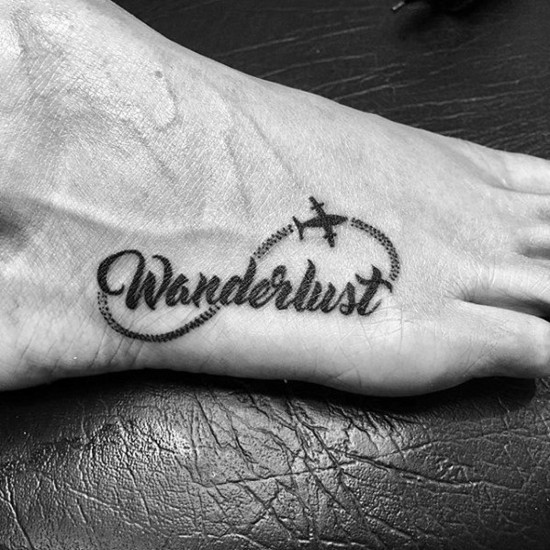 wanderlust tattoo ideen am fuß