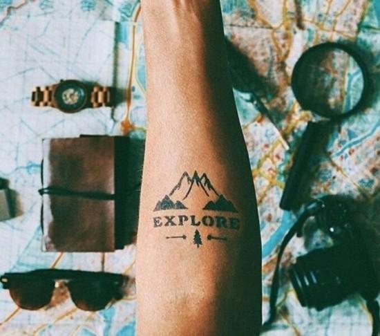 wanderlust tattoo ideen explore schriftzug