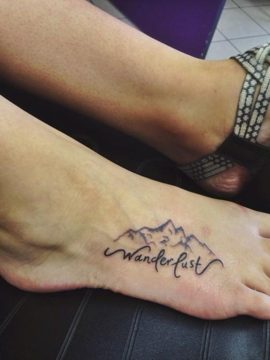 wanderlust tattoo ideen fuß oben