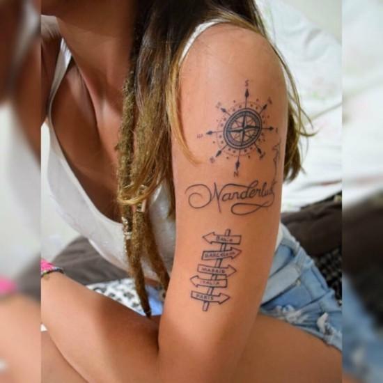 wanderlust tattoo ideen oberarm kompass