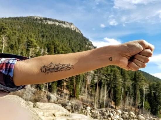 wanderlust tattoo ideen unterarm handgelenk herz