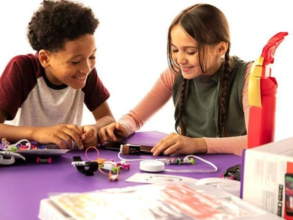 8 originelle Hi-Tech Geschenke für Kinder ab 3 Jahren avengers iron man inventor kit