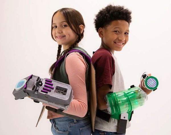 8 originelle Hi-Tech Geschenke für Kinder ab 3 Jahren little bits avengers hero inventor kit handschuhe