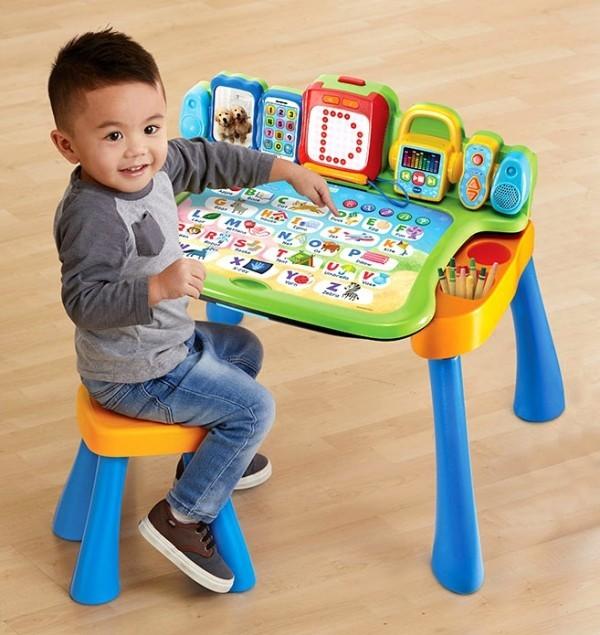 8 originelle Hi-Tech Geschenke für Kinder ab 3 Jahren schreibtisch mit aktivitäten für kleinkinder