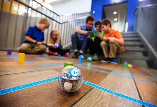 8 originelle Hi-Tech Geschenke für Kinder ab 3 Jahren sphero bolt ball zum kodieren und programieren