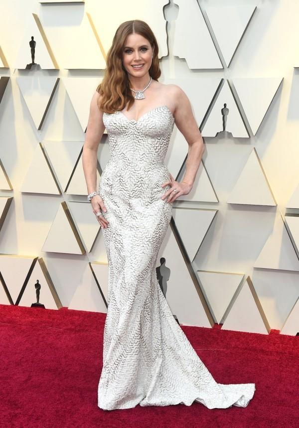 Die besten Outfits bei den Oscars 2019 Amy Adams silberweißes Kleid von Versace