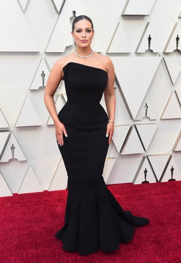 Die besten Outfits bei den Oscars 2019 Ashley Graham schwarzes Kleid von Zac Posen