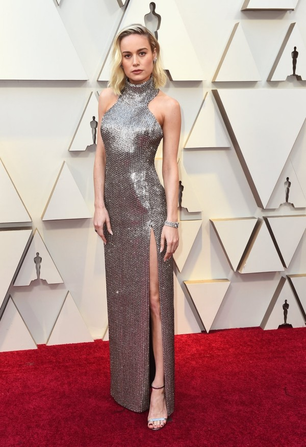 Die besten Outfits bei den Oscars 2019 Brie Larson im schimmernden Kleid von Hedi Slimane