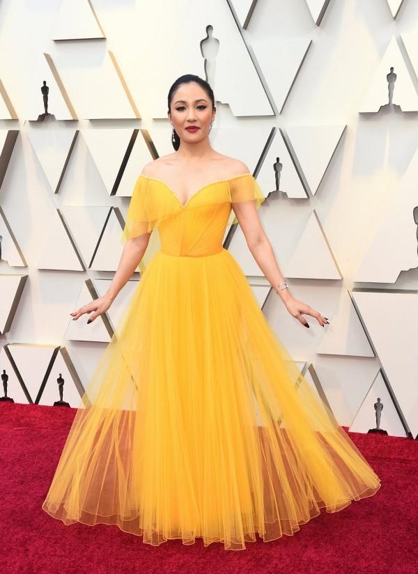 Die besten Outfits bei den Oscars 2019 Constance Wu sonnengelbes Abendkleid