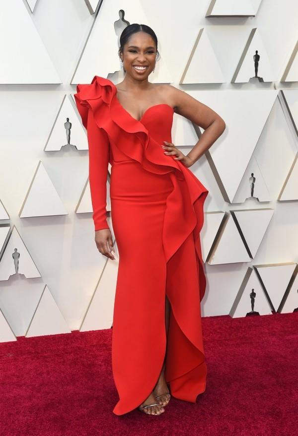 Die besten Outfits bei den Oscars 2019 Jennifer Hudson ausgefallenes rotes Abendkleid