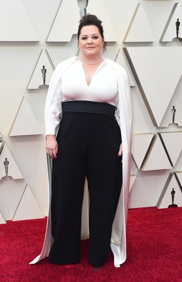 Die besten Outfits bei den Oscars 2019 Melissa McCarthy in Weiß-Schwarz