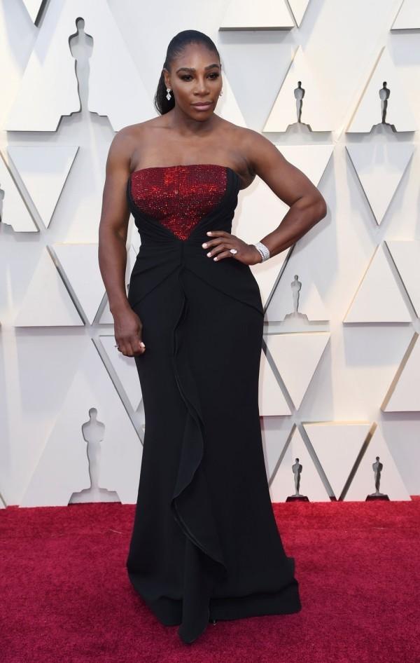 Die besten Outfits bei den Oscars 2019 Serena Williams schwarzes langes Kleid roter Schimmer