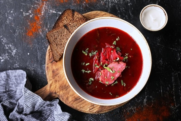 Die besten Suppen-Rezepte für den Winter borschtsch rote suppe mit fleisch