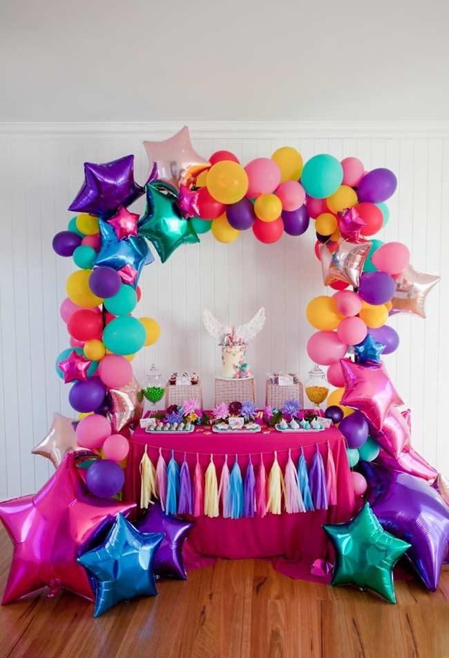Einhorn bastelideen bogen aus bunten ballons