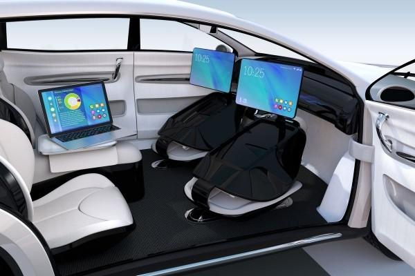 Erste autonom selbstfahrende Autos kommen noch 2019 auf den Markt futuristisches auto von tesla
