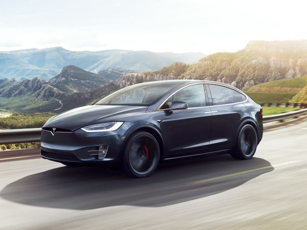 Erste autonom selbstfahrende Autos kommen noch 2019 auf den Markt tesla auto schwarz elektisch autonom