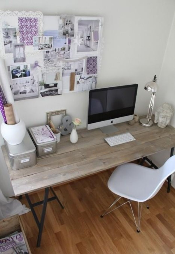 Homeoffice in weiblicher Optik auf kleiner Fläche minimalistisch eingerichtet mit femininen Touches