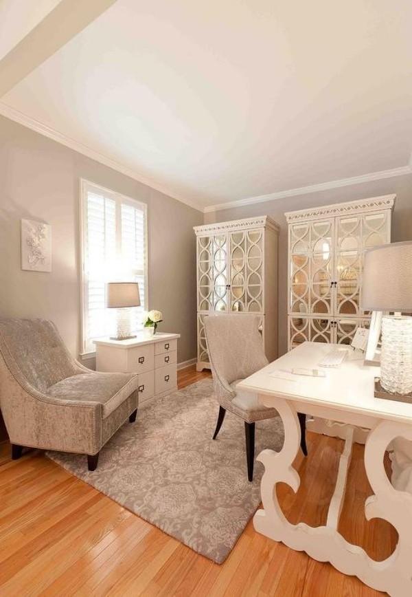 Homeoffice in weiblicher Optik klassische Möbel sanfte Pastelltöne Romantik uns Stil