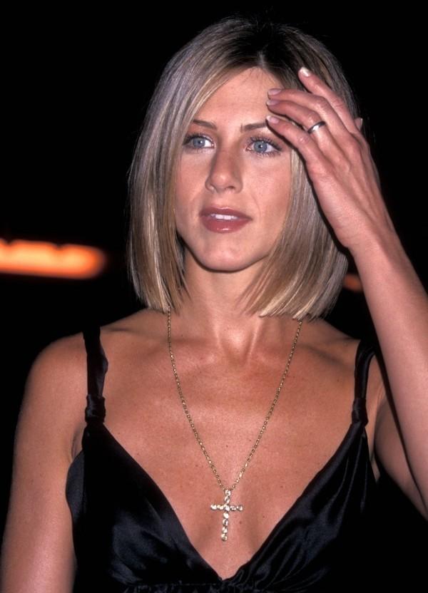 Jennifer Aniston 2001 neue Frisur eleganter Bob