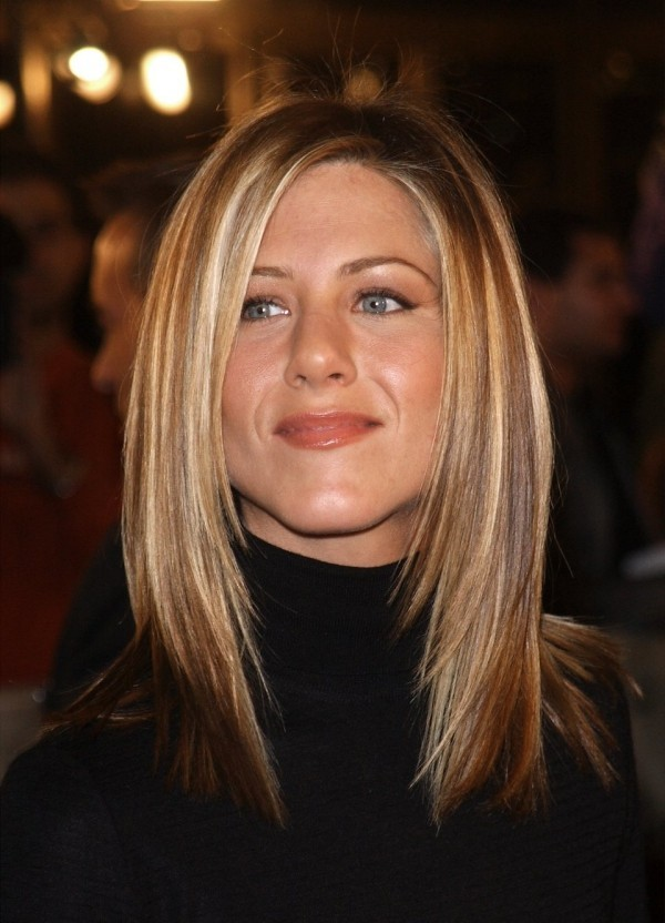 Jennifer Aniston 2002 mit gut gestyltem blondem Haar