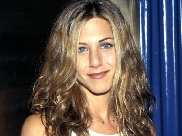 Jennifer Aniston trug 1998 schulterlanges blondes Haar
