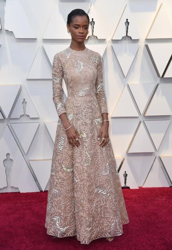 Letitia Wright sah auch märchenhaft und sehr elegant in diesem Dior-Abendkleid.