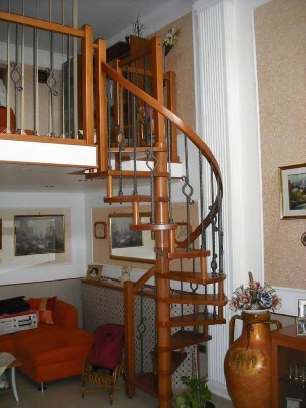 Treppenhaus bequeme Möbel und Gegenstände